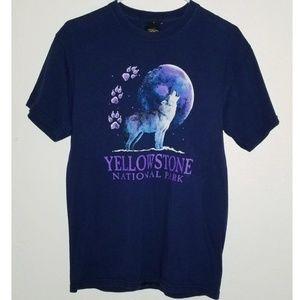 Vintage Wolf Yellowstone National Park  Tshirt